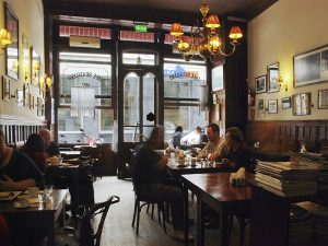 Cafe Brasilero Galeria 03 300x225 - 7 Cafés Legais de Montevidéu