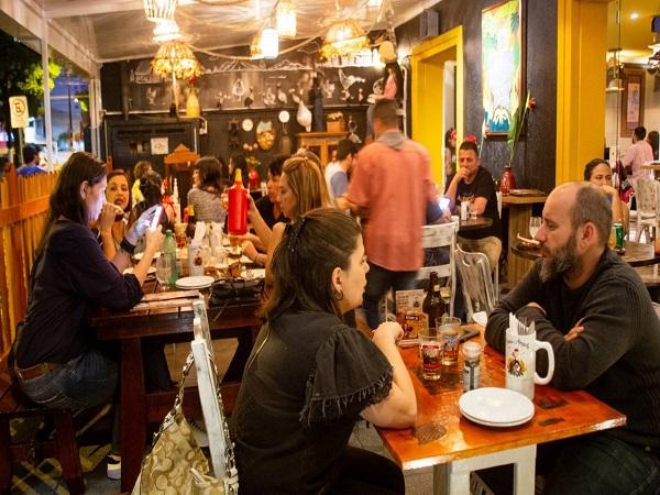 dona angola - 8 botecos para conhecer em Santos - SP